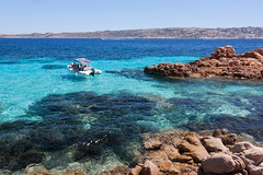 Arcipelago della Maddalena (Ste.Zani) Tags: spiaggia sardegna maddalena paesaggio landscape mare sea costa acqua sunny barca boat roccia water blue italy italia