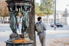 Au bonheur des dames (Yasmine Amedeo) Tags: fontaine paris champselyse homme