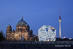 Berlin - Trio (Rolandito.) Tags: blue light berlin tower alex azul night germany deutschland lights evening abend humboldt tv cathedral nacht box dusk dom hour hora dome alemania fernsehturm dmmerung duomo allemagne germania nightfall heure bleue blaue stunde lheure