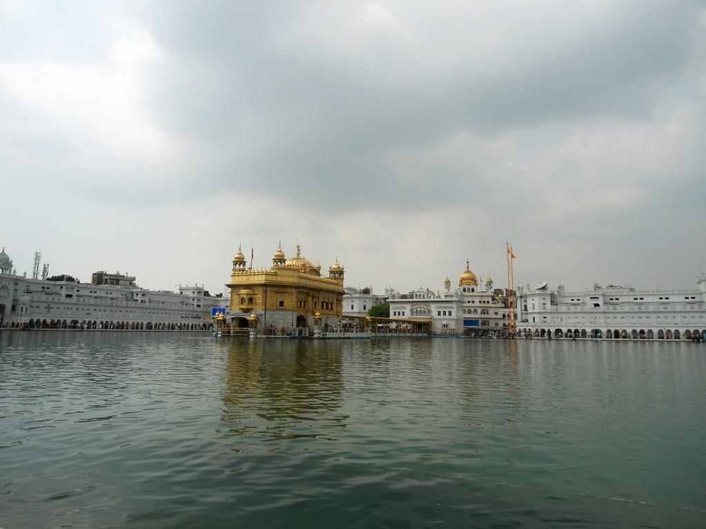 Darbar Sahib cloudy view (vikramsinghkalsi) Tags: ji dev sikh sahib ...