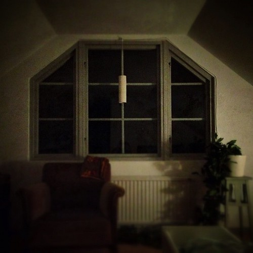 Room/rum #room #night #window #chair #light #skoghult #knickarp #statigram #skåne #sweden #jj #jj_forums #countryside #igerssweden #calm #quiet #sleep #goodnight