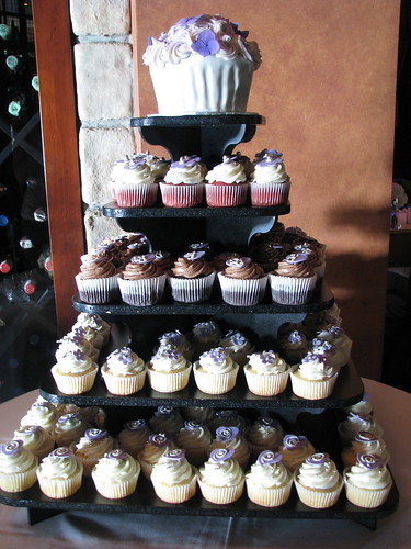Wedding cupcakes with Giant Cupcake topper
