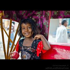 Slum's angel in rickshaw (Sathish_Photography) Tags: life old travel india man cute travelling girl beautiful smiling corner is little poor riding journey photowalk around rickshaw chennai tamilnadu cwc brahmin parrys
