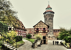 Nuremberg Castle (Habub3) Tags: street city travel flowers holiday building castle architecture germany bayern deutschland bavaria reisen nikon europa europe urlaub nuremberg haus blumen historic stadt architektur altstadt gebude hdr vacanze burg nrnberg 2012 fachwerk d300 strase habub3 mygearandme flickrhivemindgroup halftimpred
