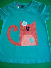 Camiseta Gatinha... (Ka Comelli) Tags: galinha gato criança patchwork camiseta bichinhos bordado aplicação patchcolagem apliquée patchaplique