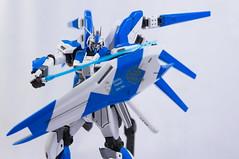 RX-93 Hi Nu Gundam (El Seor Gato) Tags: cactus umbrella model flash gundam 50 metz trigger af1 yong maqueta v4 strobes plamo nuo hinu rx93 amuroray gumpla yn560ii