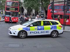 BTP L31 (kenjonbro) Tags: uk white london ford focus estate transport trafalgarsquare police edge british charingcross 115 2012 sw1 l31 tdci britishtransportpolice fujifilmfinepixs100fs kenjonbro ll12hwe