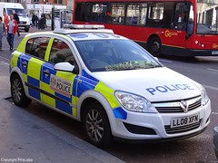 City Of London Police Vauxhall Astra Incident Response Vehicle (PFB-999) Tags: street city london car station st train liverpool police vehicle irv incident astra hatchback vauxhall response unit bishopgate of colp ll08xfn