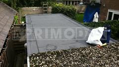 Dakdekker: Twee platte daken van een blok van drie bergingen de oude mastiek dakbedekking en grindlaag gesloopt, vervolgens de houten ondergrond geinspecteerd en voorzien van meerlaagse bitumen dakbedekking
