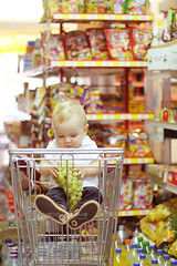 Shopping (Isabel Pava) Tags: autumn shopping supermarket lucas getty gettyimages gettyimagesiberia gettyimagesiberiaq3 gettyimagesiberiaportrait gettyimagesiberiaq12012