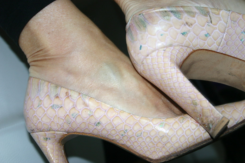 how to stop smelly feet in pumps