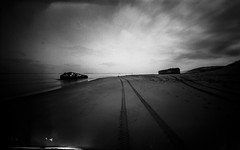 (plansac) Tags: petitnice agfabillyrecord bunker ilfordpanf50 mer noiretblanc pinhole stnop blackwhitephotos gironde filmphotography sea