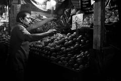 Por el amor de mi mujer. (Max Bousrouil) Tags: tomate tomato mexico maximebousrouil blackwhite mercado marche market mexique hombre homme bigote moustache man luz lumiere iaje voyage vegetables legumes