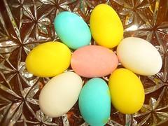 Almond Eggs (Gabriela Andrea Silva Hormazabal) Tags: egges almond confites confitados colores rosado celeste amarillo yellow golosinas lightblue white ocho huevitos huevosdealmendra forno confiteria dulces