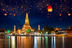 Wat Arun (Patrick Foto ;)) Tags: arun asia asian background balloon bangkok beautiful candle celebration celebrities chao christmas concept culture famous festival fire float happy hope lamp landmark lantern light loy lucky new night outdoor palace paper park phrya river romantic royal siam sky symbol thai thailand tourist tradition traditional travel twilight wat water xmas year yeepeng krungthepmahanakhon th