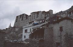 Ladakh 2005 (patrikmloeff) Tags: indien india inde indian indisch asien asia asie asian asiatisch erde earth terre monde welt world ferien urlaub vacances holiday holidays beautiful buddhismus buddhism ladakh analog analogue minolta sommer summer eté littletibet travel traveling reise reisen voyage leh capital