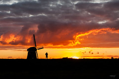 Windmill at sunset (Maria Foti) Tags: windmill holland olanda sunset sunsets tramonto canonphotography volendam silhouette