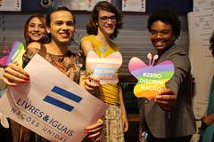Ativistas posam para as iniciativas Livres e Iguais e Zero Discriminação