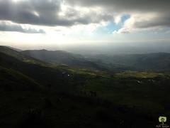 Les rayons du soleil clairent une valle dans l'Atlas bliden (Ath Salem) Tags: algrie blida atlas bliden djebabra galiz montagne verdure foret nuage lumiere valle altitude