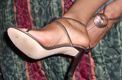 Kina 023 (J.Saenz) Tags: feet foot pies fetichismo planta sole high altos stilleto dedo toe podolatras pieds mujer woman zapatos shoes tacones heels tacos tacchi schuh scarpe shoefetish shoeplay sandals sandalias