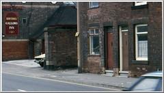 Ilkeston Gallows Inn - Nottingham Road  - Terraced Houses. (Lenton Sands) Tags: ilkeston gallowsinn nottinghamroad terracedhouses shipstones