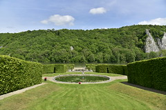 Pelouse entre le deux labyrinthes (Flikkersteph -4,000,000 views ,thank you!) Tags: springtime garden greenery footpaths trees hedges foliage lawn plants vegetation cloudy castle shadow touristic tranquillity beauty nature hastire wallonia belgium