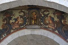 Aanbeden Madonna, Plaa de Catedral (Arnold Metselaar) Tags: kunst beeldhouwwerk fietsvakantie spain sculptuur wandschildering standbeeld cropped girona
