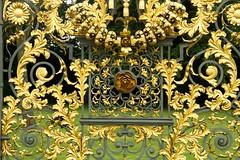 JKN©-NS-12-5496 (John Nakata) Tags: england surrey hamptoncourtpalace hamptonpalace privygarden gatedecoration