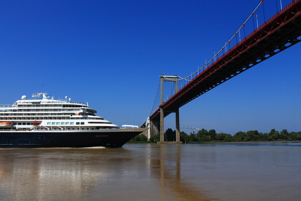 ms Prinsendam leaving Bordeaux - Aquitaine Bridge - 09 septembre 2012
