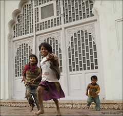 Kids at Play :: Red Fort - Delhi (Ragstatic) Tags: india kids children spirit delhi free redfort
