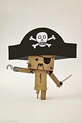 AAAAiii (Mr.Dinkelman) Tags: apple hat knife hook nightcap eyepatch 4s pirat iphone danbo pegleg danboard snapseed