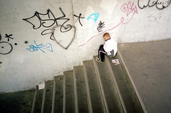 Oliver Twist (sjmgarnier) Tags: street bridge boy people urban stairs turkey kleenex alone heart iso400 may tags istanbul selling 2012 underthebridge galata galatabridge facialtissue youngboy contaxg1 galatakprs olivertwist streetboy 0017 colorstreetphotography kodakporta galatakpr