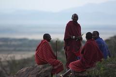 Maasai (mbphillips) Tags: safari masai serengeti serengetinationalpark nationalpark africa 非洲 アフリカ 아프리카 탄자니아 坦桑尼亞 坦桑尼亚 タンザニア mbphillips people gente 人 사람들 geotagged photojournalism photojournalist travel 캐논 canoneos450d canoneosrebelxsi canoneoskissx2 canon canon450d sigma70200mmf28exdghsm sigma tanzania áfrica afrika afrique