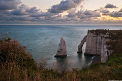 Porte d'aval - Etretat (romvi) Tags: sea cliff mer seascape france nature rock clouds sunrise nikon europe amanecer cast shore villa porte pointe normandie nuages paysage seashore normandy falaise romain etretat portedaval cotes lamanche calcaire levdesoleil aval d700 romainvilla romvi