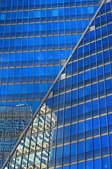Diagonale (Carpe diem Tower) (Edgard.V) Tags: blue windows sculpture paris france art statue azul arquitetura architecture ventana la blu finestra blau estatua reflets faade janelas dfense fentres faixada azurro esculpturas