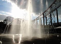 IMG_0136 Water fountain Blackpool Pleasure Beach (Aerial & Press Imaging) Tags: lounge sir blackpool blackpoolpleasurebeach winningpost flyingmachines