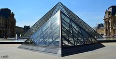 Perspective (neku.chou) Tags: paris louvre muse pyramide architecture modernit verre court napolon ieoh ming pei palais france nikon 5200 city ville