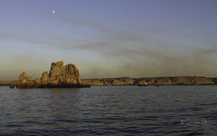 Moonrise over the Nile (Osama Ali Photography) Tags: aswan nile water nature naturaleza natura natural egypt birds pjaros pjaro river rio agua reflections reflexin boat barco sailing vela