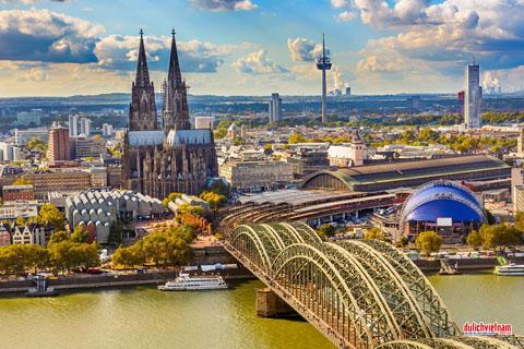Tour châu Âu mùa thu vàng 9 ngày chỉ 45,9 triệu đồng