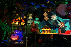 "The Famous it's a small world Hippo • <a style=""font-size:0.8em;"" href=""http://www.flickr.com/photos/28558260@N04/28942960360/"" target=""_blank"">View on Flickr</a>"