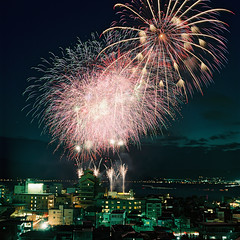 R1-47 -  (redefined0307) Tags: zenzabronicas2 zenzabronica fujifilmpro400h mediumformat fireworks longexposure nightscape night fujifilm film lakesuwa kamisuwa nagano