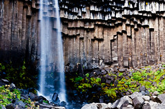 Svartifoss (Cascada Negra) (hunter of moments) Tags: road travel viaje blue light sky naturaleza white mountain color green art luz nature water azul clouds way landscape island luces waterfall iceland islandia agua nikon camino natural natura paisaje explore cielo montaa foss isla cima cascada svartifoss d5000