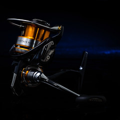 Daiwa Certate 3000HA Reel, studio shot (Nicola Zingarelli) Tags: blue umbrella silver studio fishing gel tabletop reel onelight daiwa sb800 certate honlphoto