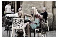 Mercedes Scandinaves (Gabi Monnier) Tags: street france bar automne canon vacances flickr blondes terrasse aixenprovence jour provence t rue filles gens belles traitement provencealpesctedazur mercdes exterieur photoslasauvette canoneos600d gabimonnier