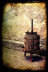 Il torchio (Mattus82 on/off) Tags: autumn grapes uva autunno vendemmia abruzzo civita torchio dantino bellabruzzo