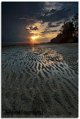 --Lines-- (Explored) (Lim Su Seng) Tags: sunset sky seascape canon landscape dawn sand malaysia kuantan singleexposure tembeling leefilter hitechfilter canonef1635 gnd09 ssphotography limsuseng hitechrgnd06