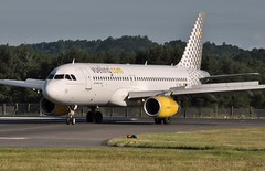 VUELING AIRBUS A-320 (Donald Douglas) Tags: vueling