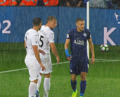 Seeing the Game out (lcfcian1) Tags: leicester city swansea lcfc scfc swans king power stadium epl bpl premier league football sport footy leicestercity swanseacity kingpowerstadium leicestervswansea leicestercityvswanseacity 21 27816 jamievardy rain wet weather