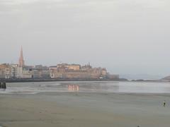 Lever de soleil (Intra) (saintmalojmgphotos) Tags: bassinduguaytrouin port lever soleil saintmalo 35 solidor bateaux plage sable fish