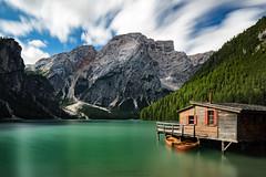Edificazione Vento (Roberto -) Tags: braies lake lago alto adige sudtirol mountain palafitta capanna barche ship long exposure lunga esposizione diurna daily